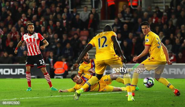 Nathan Redmond of Southampton scores his sides first goal during the Premier League match between Southampton and Crystal Palace at St Mary's Stadium...