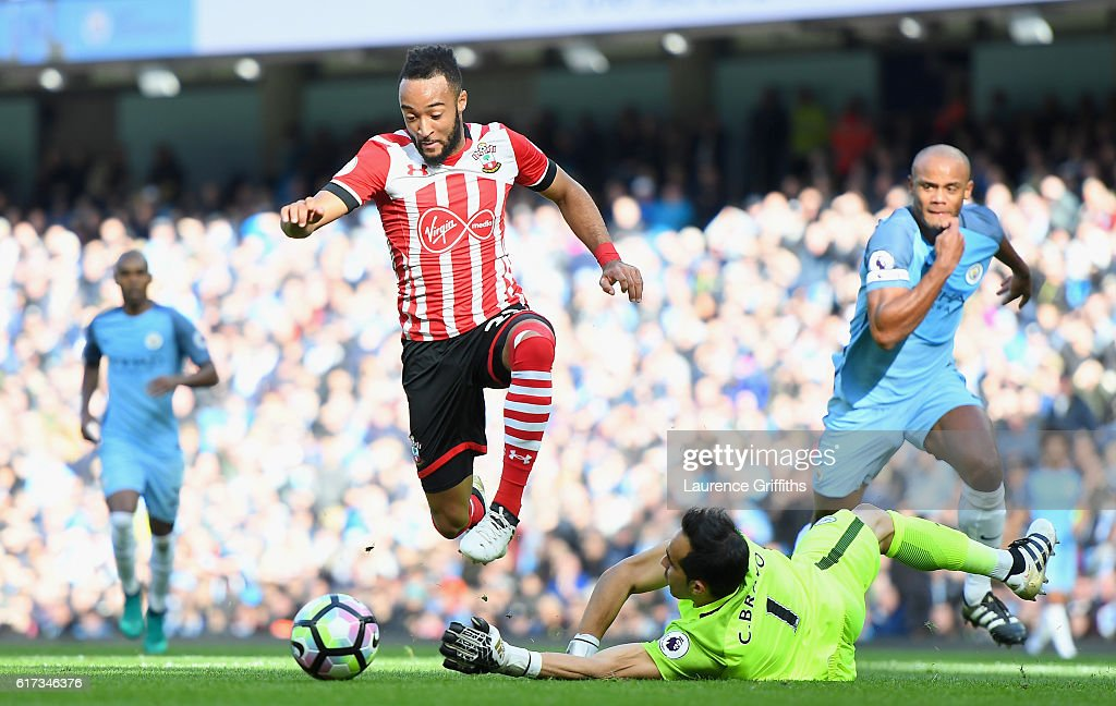Nathan Redmond of Southampton scores the opening goal during the Premier League match between Manchester City and Southampton at Etihad Stadium on October 23, 2016 in Manchester, England.