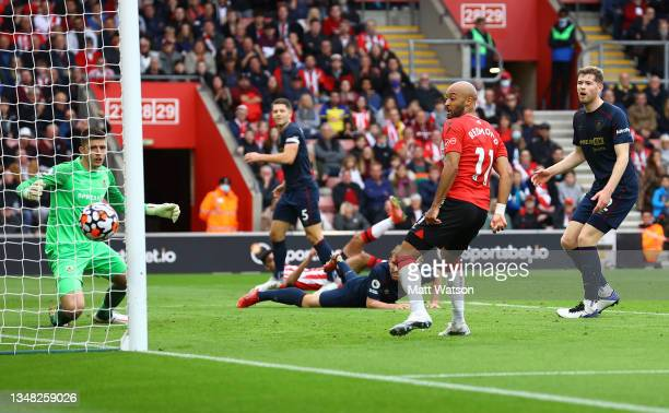 Nathan Redmond of Southampton sees his shot go wide during the Premier League match between Southampton and Burnley at St Mary's Stadium on October...