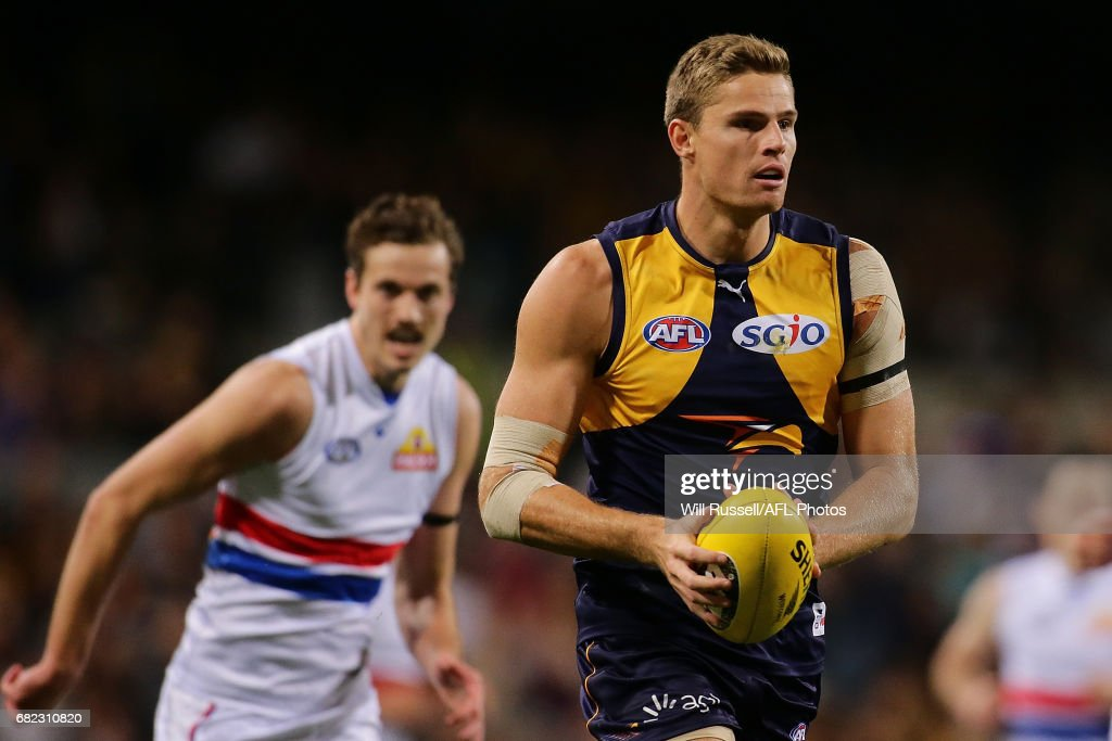 Nathan Vardy of the Eagles looks to pass the ball during the round eight AFL match between the West Coast Eagles and the Western Bulldogs at Domain Stadium on May 12, 2017 in Perth, Australia.