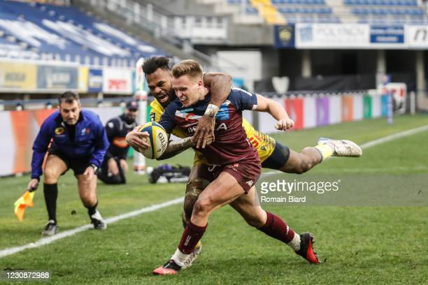 Nathanael HULLEU of Bordeaux and Alivereti RAKA of Clermont during the Top 14 match between Clermont and Union Bordeaux Begles at Parc des Sports...