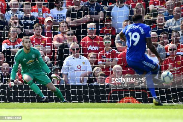 Nathaniel MendezLaing of Cardiff City scores his team's first goal from the penalty spot past David De Gea of Manchester United during the Premier...