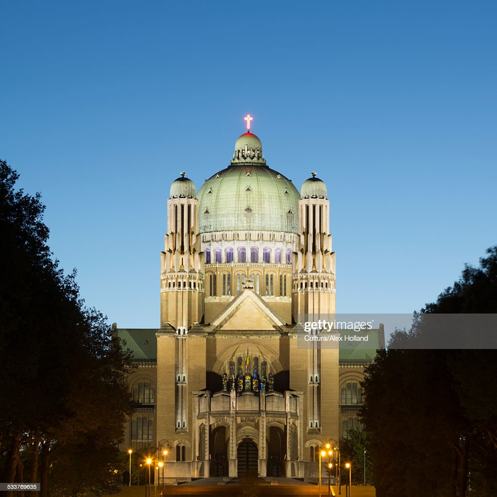 National Basilica of the Sacred Heart at dusk, Brussels, Belgium : Foto stock