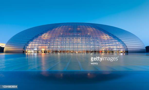 centro nacional de las artes escénicas en la noche - cúpula fotografías e imágenes de stock