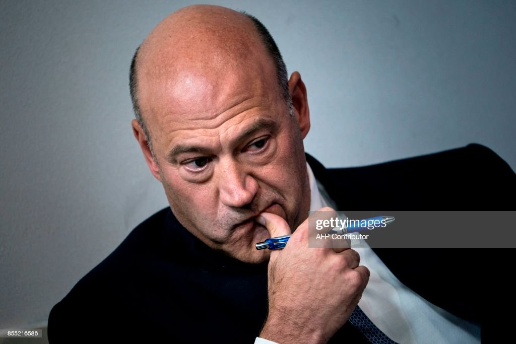 National Economic Council Director Gary Cohn waits to speak about tax reform during a briefing at the White House September 28, 2017 in Washington, DC. / AFP PHOTO / Brendan Smialowski