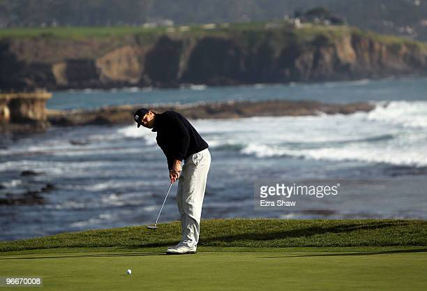 National Football League player Tom Brady putts on the 18th hole during round three of the ATT Pebble Beach National ProAm at Pebble Beach Golf Links...