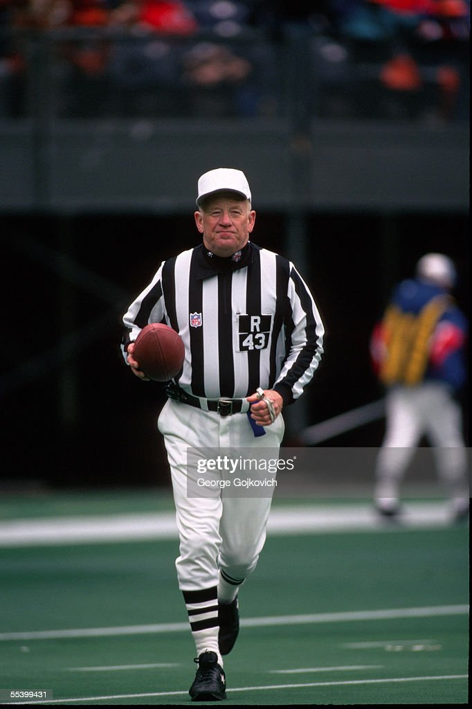 NFL Referee Red Cashion : News Photo