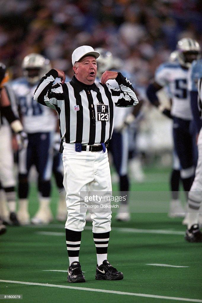 NFL Referee Tom White : News Photo