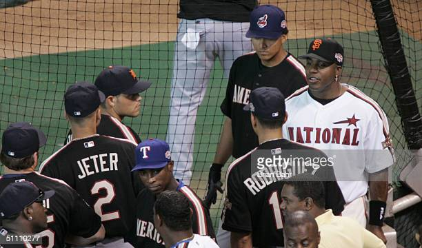 National League AllStar Barry Bonds of the San Francisco Giants talks with members of the American League AllStar Team before the Major League...