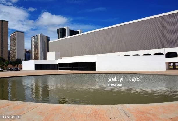 bibliothèque nationale de brasilia, district fédéral, brésil - brasilia photos et images de collection