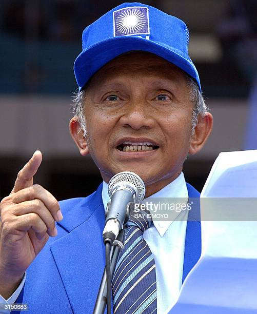 National Mandate Party leader Amien Rais delivers a speech during a party campaign in Jakarta 29 March 2004 Indonesia's legislative elections will...