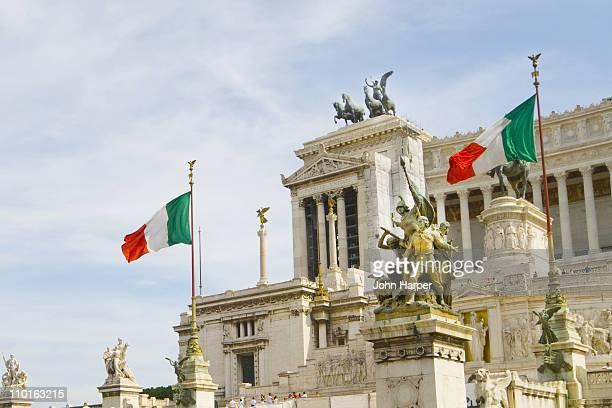 national monument of victor emmanuel ii - politics stock-fotos und bilder