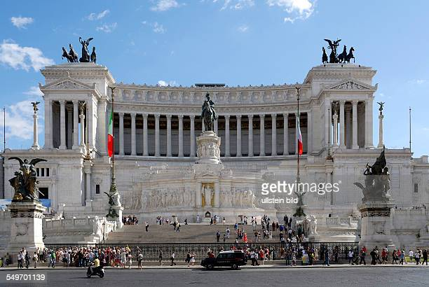 National monument to king Viktor Emanuel II. And monument of the unknown soldier at the Piazza Venezia in Rome - Monumento Nazionale a Vittorio...