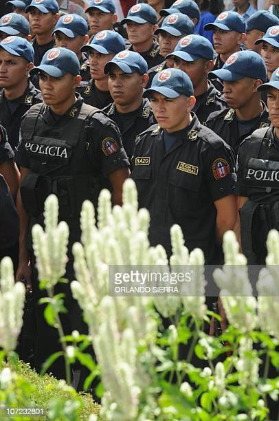 National Police agents start the Navidad Feliz operation in Tegucigalpa on December 1 2010 Honduras with 78 million inhabitants will close 2010 with...