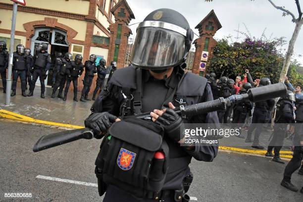 National Police entered by force in the High School of L´Hospitalet City where they have requisitioned material use for the pro referendum vote such...