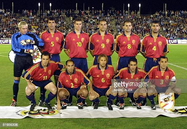 National Spanish soccer team poses 25 April 2001 in Cordoba before a friendly match between Spain and Japan First rank from left Pedro Munitis Manuel...