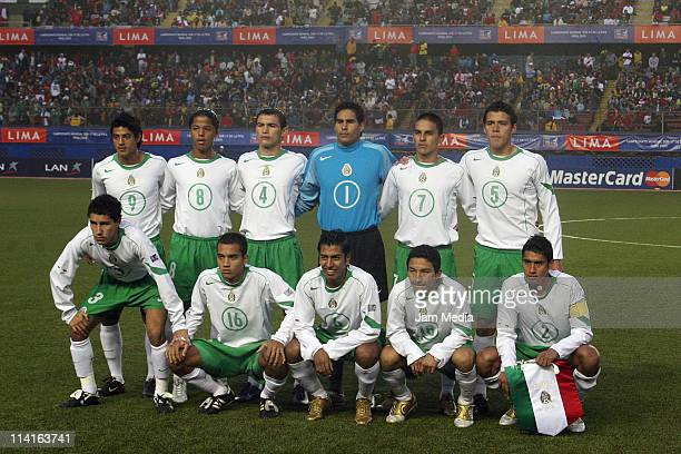 National team of Mexico U 17 pose during the final match of the U17 World Cup at Nacional Stadium on October 02 2005 in Lima Peru