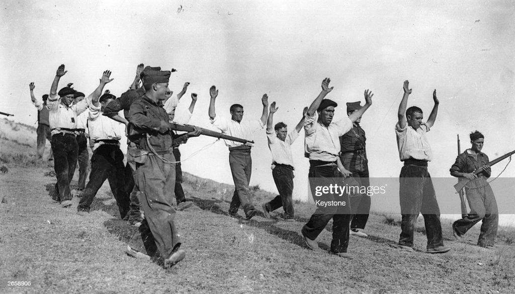 Spanish Surrender : News Photo