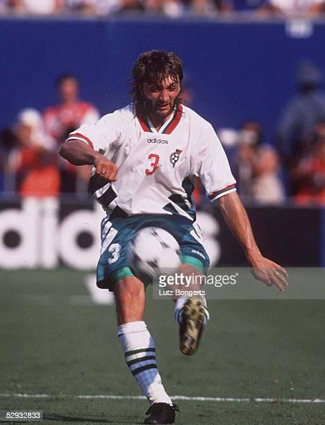FUSSBALL Nationalmannschaft 1997/Team BULGARIEN/ 130794 Trifon IVANOV EINZELAKTION