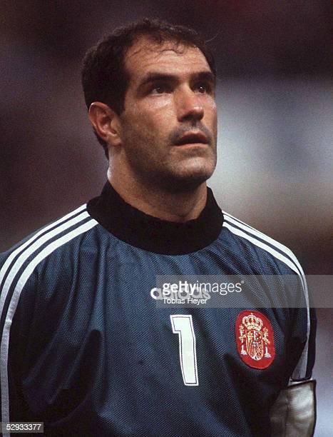 FUSSBALL Nationalmannschaft 1997/Team SPANIEN/ 111097 Torwart Andoni ZUBIZARRETA Portrait/Portraet
