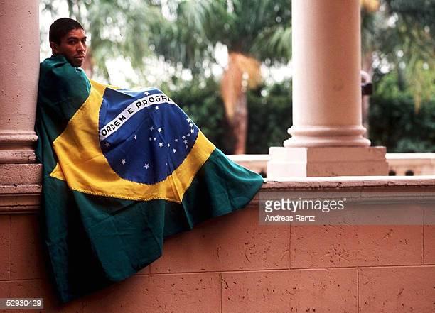 Nationalmannschaft BRASILIEN Miami Giovane ELBER mit brasilianischer Flagge/