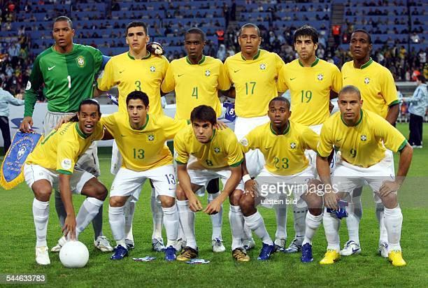 FIFA WM 2006 Gruppe F Dortmund Brasilien Japan 14 Nationalmannschaft Brasilien vor dem Spielhinten vl Torwart DIDA LUCIO JUAN GILBERTO SILVA JUNINHO...