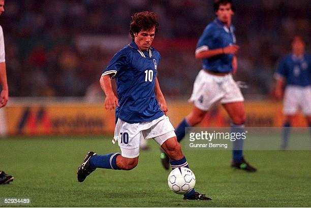 Nationalmannschaft ITALIEN Rom; Gianfranco ZOLA - Nationalspieler ITA - Einzelaktion -