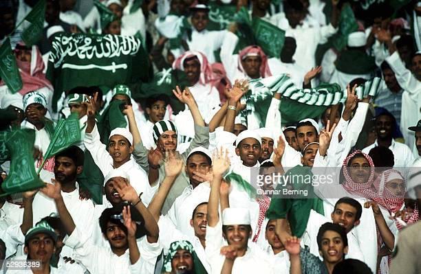 FUSSBALL Nationalmannschaft SAUDI ARABIEN/ 061197 Fussball Fans Saudi Arabien