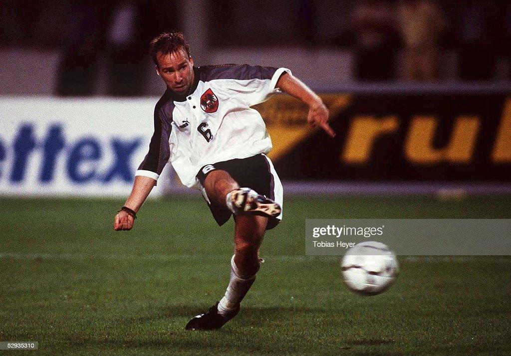 FUSSBALL: Nationalmannschaft/Team OESTERREICH 06.09.97 : News Photo