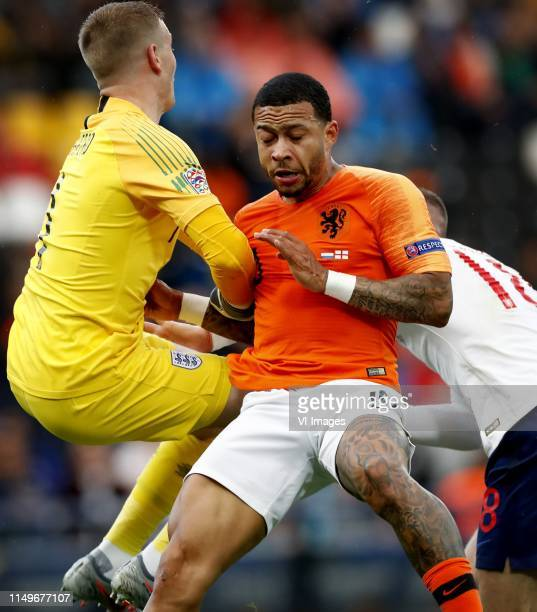 Nations League Finals halve finale NederlandEngeland Keeper Jordan Pickford botst met gestrekt been op Memphis Foto Pim Ras l during the UEFA Nations...