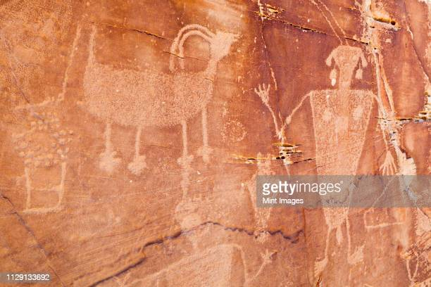 native american petroglyphs - cave painting 個照片及圖片檔