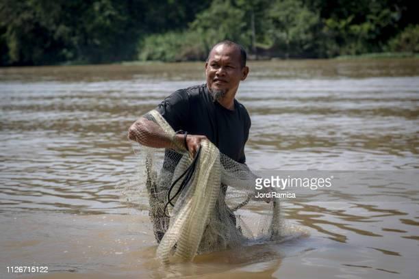 Pescador nativo con rai