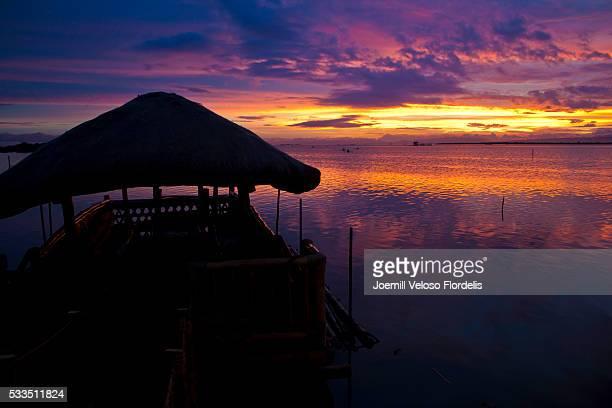 native floating restaurant at sunset (cordova, mactan island, cebu, philippines) - joemill flordelis stock pictures, royalty-free photos & images