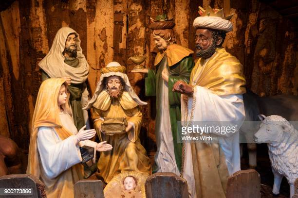 nativity scene figures, holy family and holy three kings of the nativity scene, christmas market, bremen, germany - holy family jesus mary and joseph stock photos and pictures