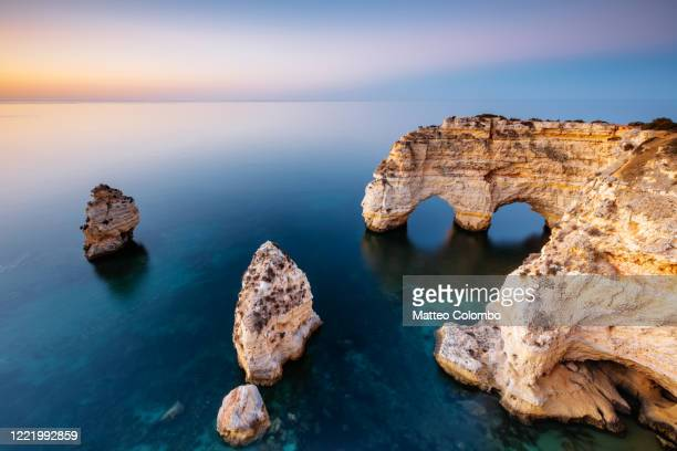 natural arch, praia da marinha, algarve, portugal - portugal stock pictures, royalty-free photos & images