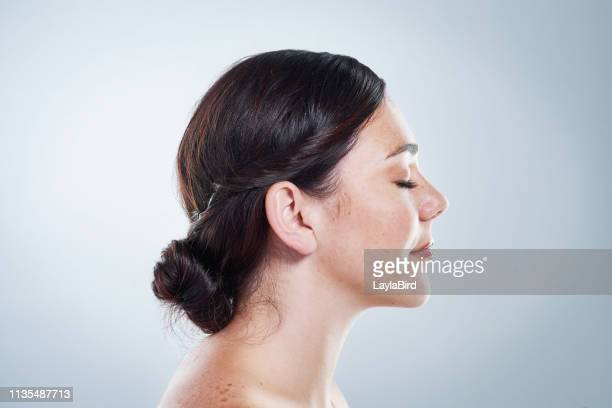 natural beauty is on the rise - natural beauty people stock pictures, royalty-free photos & images