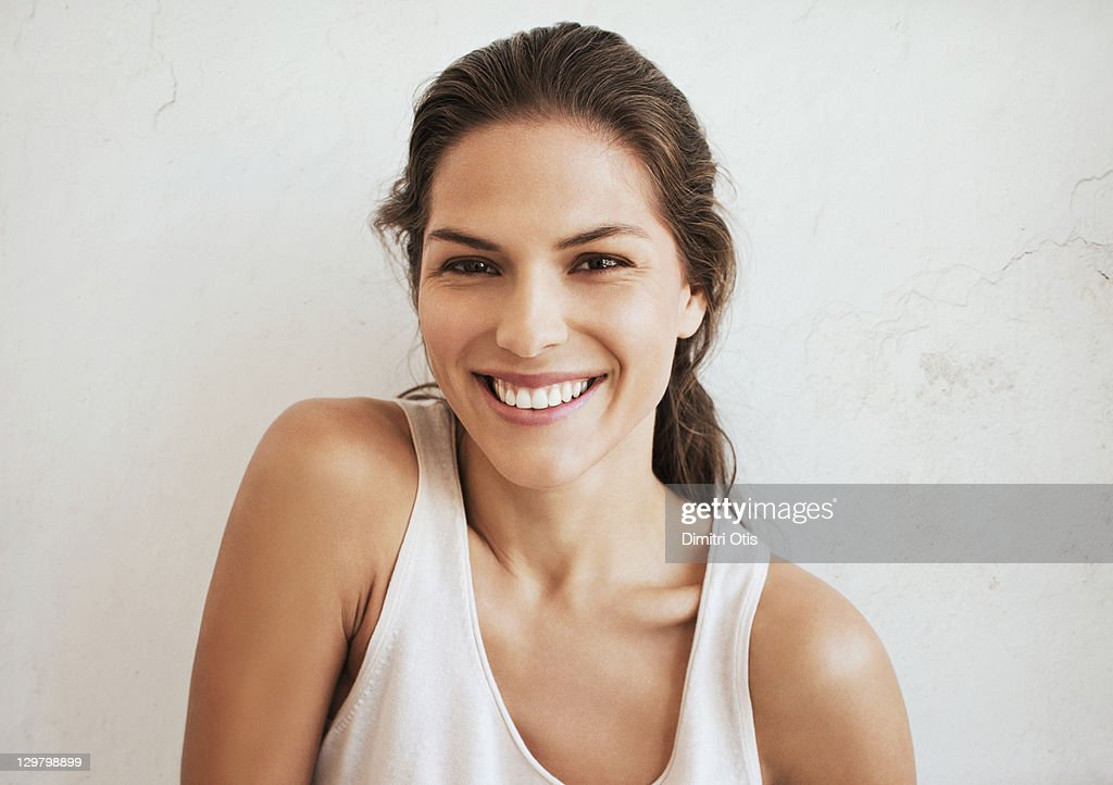 Natural beauty portrait of young woman laughing : Stockfoto
