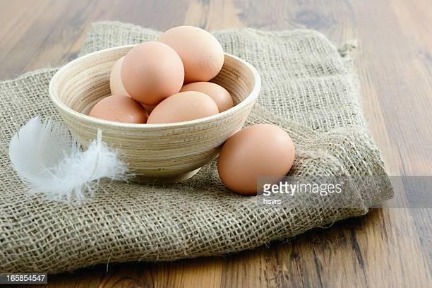 ナチュラルベージュの卵のカップ