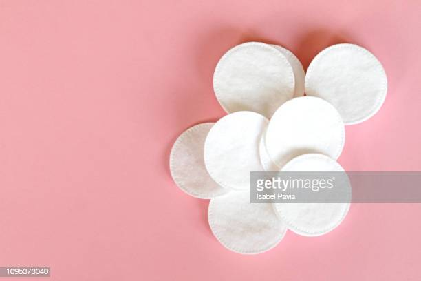 natural facial cotton pads - cleaning after party bildbanksfoton och bilder