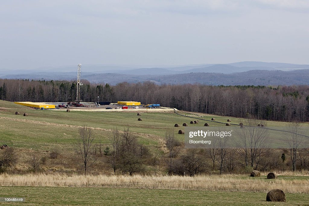 A natural gas drilling rig stands on a Chesapeake Energy Corp. drill site in Bradford County, Pennsylvania, U.S., on Tuesday, April 6, 2010. Companies are spending billions to dislodge natural gas from a band of shale-sedimentary rock called the Marcellus shale that underlies Pennsylvania, West Virginia and New York. The band of rock, so designated because it pokes through near a city of that name in northern New York, may contain 262 trillion cubic feet of recoverable gas, the U.S. Department of Energy estimates. Photographer: Daniel Acker/Bloomberg via Getty Images