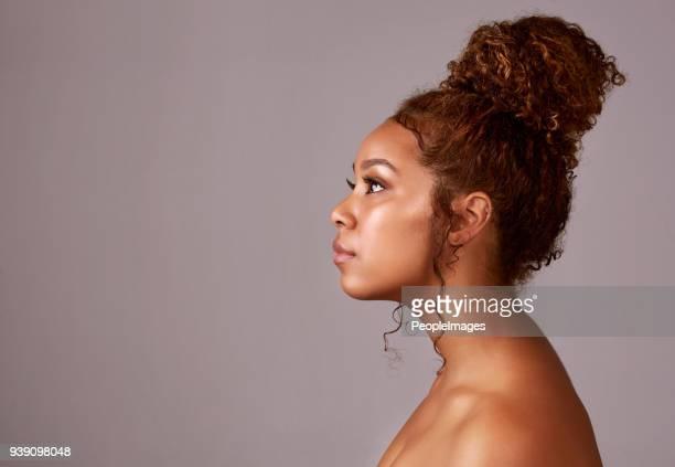 natuurlijk haar vibes - opgestoken haar stockfoto's en -beelden