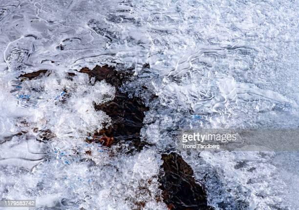 natural ice shapes in water - verwaltungsbezirk buskerud stock-fotos und bilder