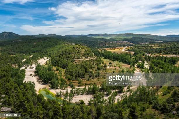 natural landscape of the bergantes river, comunitat valenciana, spain - flussbett stock-fotos und bilder