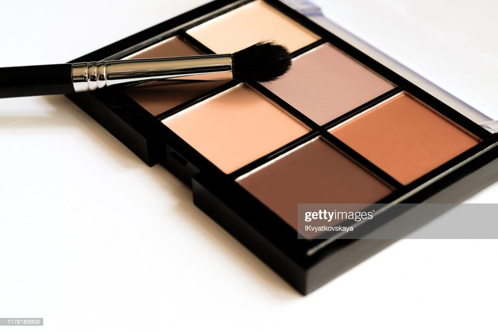 Natural look, Brown tone eye shadows make up palette in black case. : Stock Photo
