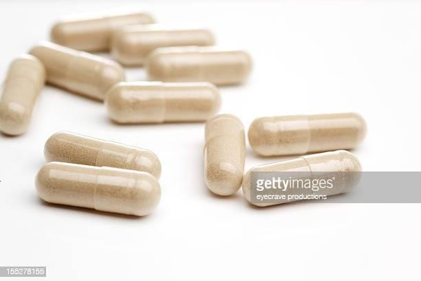 Natürliche Vitamine und Zusatzpräparate auf Weiß