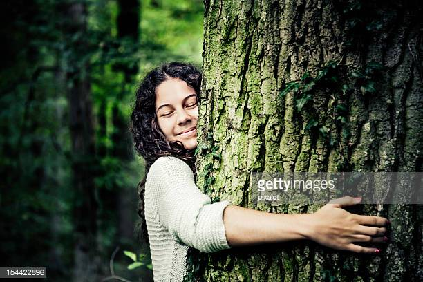 nature girl - boom stockfoto's en -beelden