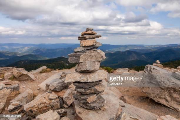 nature - randonnée - cairn - 石塚 ストックフォトと画像