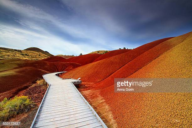 nature trail at painted hills, oregon - john day fossil beds national park stock pictures, royalty-free photos & images