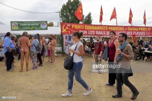 Naturistes du groupe APNEL et visiteurs lors de la fête de l'Humanité le 10 septembre 2016 Parc de la Courneuve France