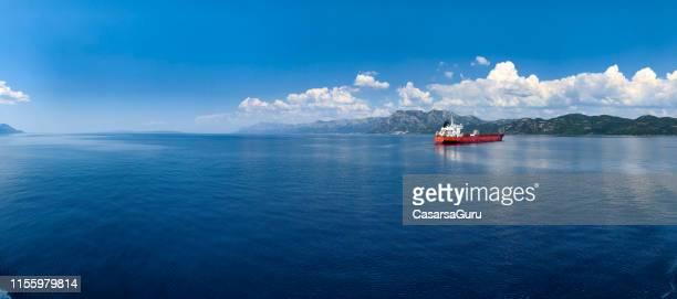 商品を運ぶ航海船 - nautical vessel ストックフォトと画像